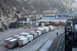 Reino Unido está listo para detener vehículos y poner multas en la frontera con la UE