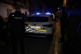 Dos familias se enfrentan con palos y botellas en la calle Fornaris, en La Soledat