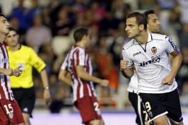 El Valencia alivia su crisis con una remontada y el Athletic la aumenta