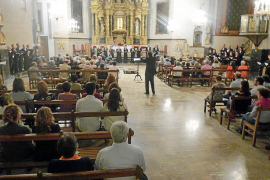 La coral de la Universitat estrena el himno dedicado a mossèn Alcover