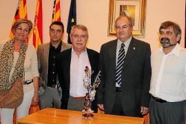 El escritor y periodista Miquel Vidal recibe el 'Reconeixement Vila de Consell'