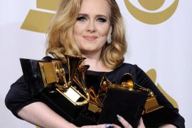 Adele ha  sido madre de un niño