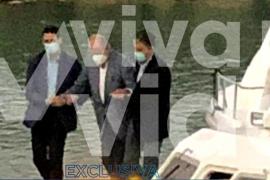 Publican una imagen del Rey emérito en Abu Dabi acompañado de dos escoltas