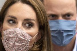 Una impactante foto de Kate Middleton y el príncipe Guillermo de 2012 se viraliza ahora y genera una gran controversia