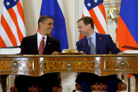 Obama y Medvédev firman en Praga el nuevo tratado de desarme atómico