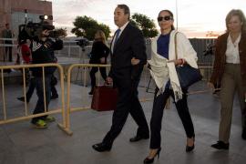 Pantoja dice que Muñoz nunca le dio dinero y que era ella quien lo mantenía