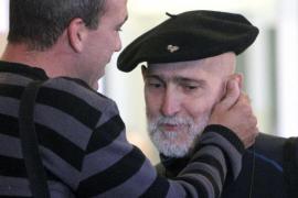El etarra Bolinaga abandona el hospital Donostia