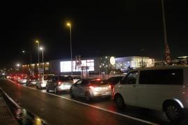 Masiva afluencia a los centros comerciales tras el anuncio de las nuevas restricciones
