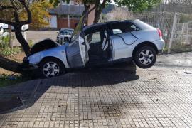 Sale milagrosamente ileso tras 'volar' con su coche en Calvià