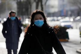 China supera el centenar de nuevos contagios por primera vez desde julio
