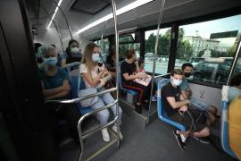 El Govern pide a los usuarios del transporte público que viajen en silencio