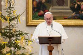 El Papa autoriza que las mujeres puedan dar la comunión