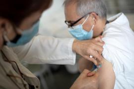 Las comunidades administran 488.041 dosis de la vacuna de Pfizer, un total de 4.835 en Baleares