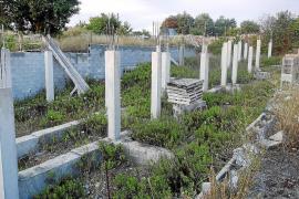 Sencelles inicia los trámites para derribar los cimientos de los chalets ilegales de Ruberts