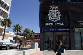Detenido un hombre que entró pistola en mano en la comisaría de Son Castelló