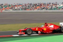 Alonso dice que compite contra el director técnico de Red Bull y no contra Vettel