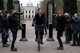 Dimite en bloque el Gobierno holandés por el escándalo sobre ayudas sociales