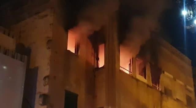Dos intoxicados en el pavoroso incendio de un edificio okupa de Pere Garau