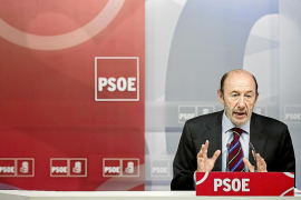 Rubalcaba se desmarca del PSC por su plan sobre el derecho a decidir en Catalunya