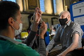 Londres revisará la efectividad de la vacuna de Pfizer
