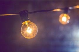 El precio de la luz bajará un 34,5% este sábado