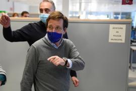 Almeida defiende vacunar al Jemad y al Gobierno: España no puede quedarse «descabezada»