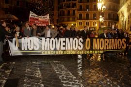Unas 300 personas exigen al Govern que cambie su política comercial