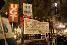 Protesta bajo la lluvia por los recortes en la educación pública