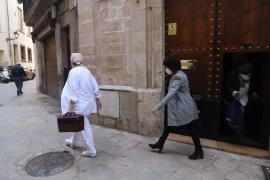 El obispo de Mallorca recibe la segunda dosis de la vacuna de la COVID-19