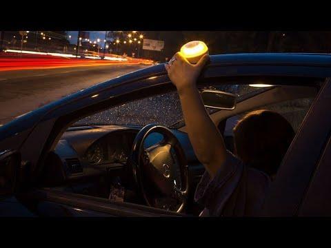 Llegan los 'Help Flash', la nueva luz de emergencia que la DGT quiere que lleves en el coche