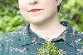 Elena Medel, escritora: «Vivimos en un sistema capitalista, pero es posible escaparse por sus grietas»
