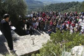 Más de 300 personas exigen el inicio urgente de la restauración del Castell de Santueri