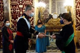 Felipe VI recibe las cartas credenciales de los nuevos embajadores
