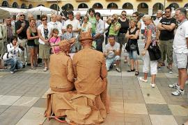 Cort concede el carnet de artista a 71 personas para actuar en las calles