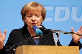 Merkel pide un «gran esfuerzo» durante otros cinco años para superar la crisis