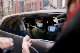 Expertos de la OMS visitan el mercado de Wuhan donde se dieron los primeros contagios