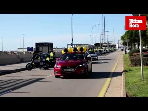 Unos 130 coches participan en la marcha por los derechos de los trabajadores temporales de la Administración