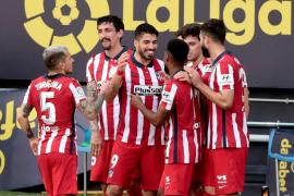 El Atlético pone la directa hacia el título