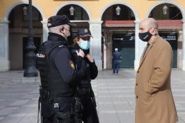 La Policía 'frustra' el acto de 'Resistencia balear' en la plaza Mayor