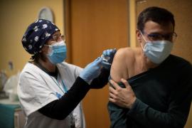 Arranca este lunes la vacunación contra la COVID de los grandes dependientes