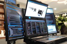 Así es Aurora 7, el primer ordenador portátil del mundo con siete pantallas