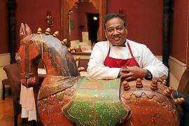 El restaurante indio Basmati vende sus antigüedades por la crisis