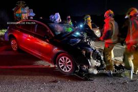 Dos heridos graves en una colisión frontal en la carretera vieja de Sineu