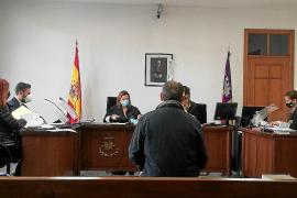 Dos años de prisión por agredir con un bate de béisbol a su vecino en Son Ferrer