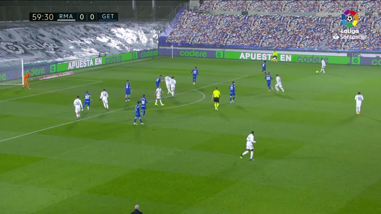 El Real Madrid vence al Getafe y vuelve a la pelea por el título
