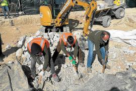 Los trabajos en la fosa de Porreres descubren «una cimentación fuera de lo habitual»