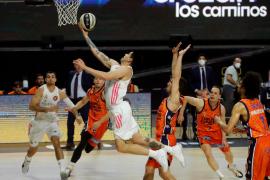 El Real Madrid despacha al Valencia y se medirá al Tenerife en semifinales