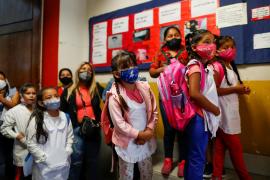 Los niños argentinos regresan a las aulas tras casi un año de clases virtuales