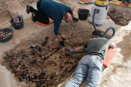 Exhuman trece de la veintena de cuerpos hallados en la fosa de Porreres
