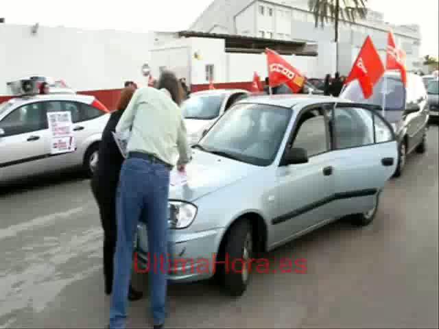 Una caravana de coches anima a participar en la huelga general del miércoles